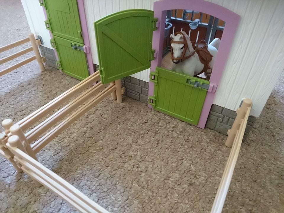 schleich stable doors