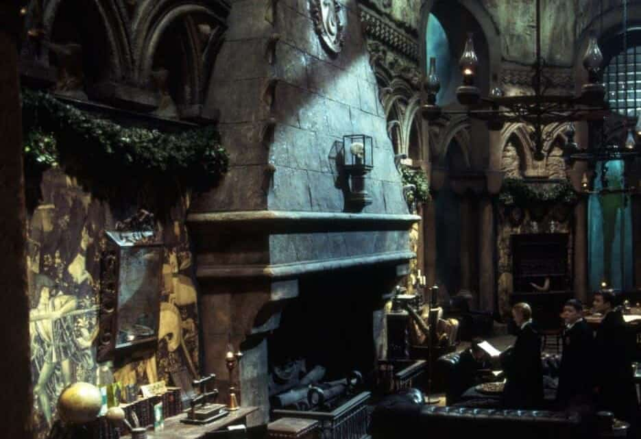 Visit the Slytherin Common Room for the very first time – Warner Bros Studio Tour London
